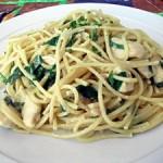 Spaguettis con pollo al curry y espinacas