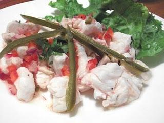 Ceviche con chile jalapeño servido