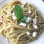 Espaguetti con albahaca y tomates