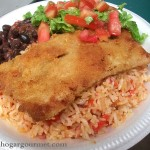 Pescado Empanizado con arroz y tomate